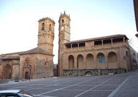 Iglesia y Torre del reloj en Plaza Mayor de Alcaraz