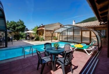 Casas rurales con piscina en navaconcejo for Casas rurales con piscina en alquiler
