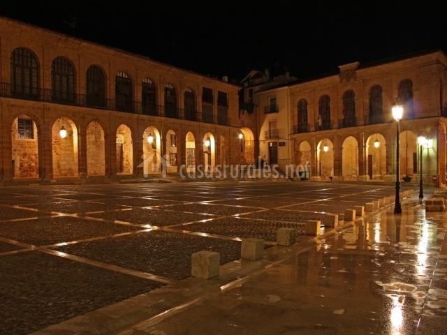 Plaza Mayor de Alcaraz por la noche