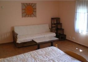 Dormitorio de matrimonio con sillones