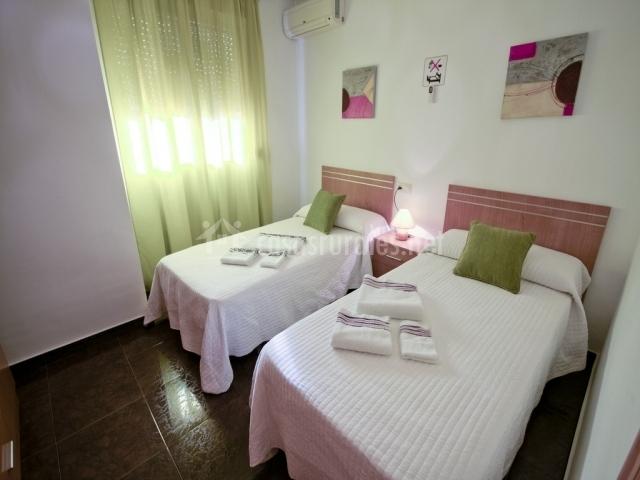 Casa rural la nicasia en tinajeros albacete - Dormitorios con dos camas ...
