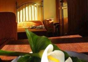 Mesa con romántico detalle floral