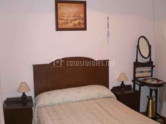 Dormitorio de matrimonio en tonos crema