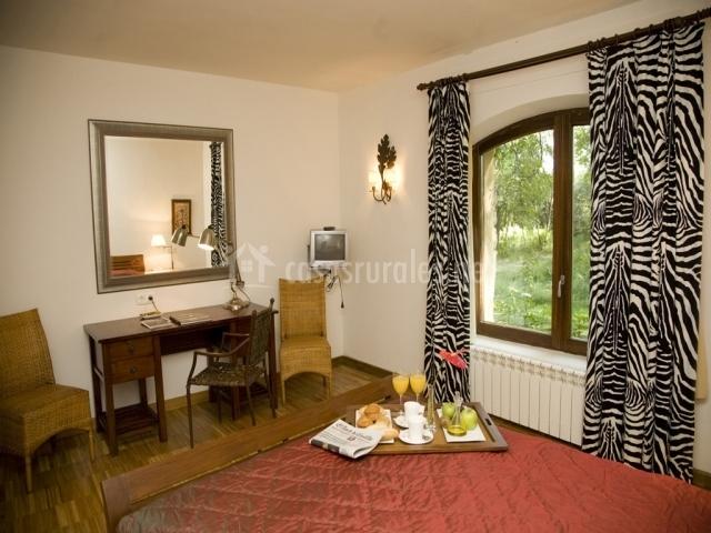Hotel el molino de salinas hoteles rurales en salinas de - Television dormitorio ...