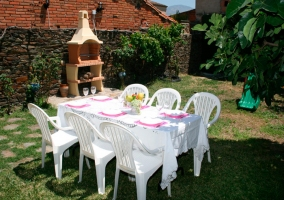 Mobiliario de jardín en la zona ajardianda de la vivienda