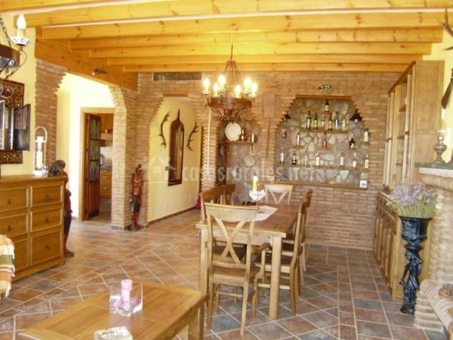 Casa para so andaluz en sedella m laga for Sala de estar noche