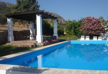 Casas rurales con piscina en hornachos for Casas rurales en badajoz con piscina