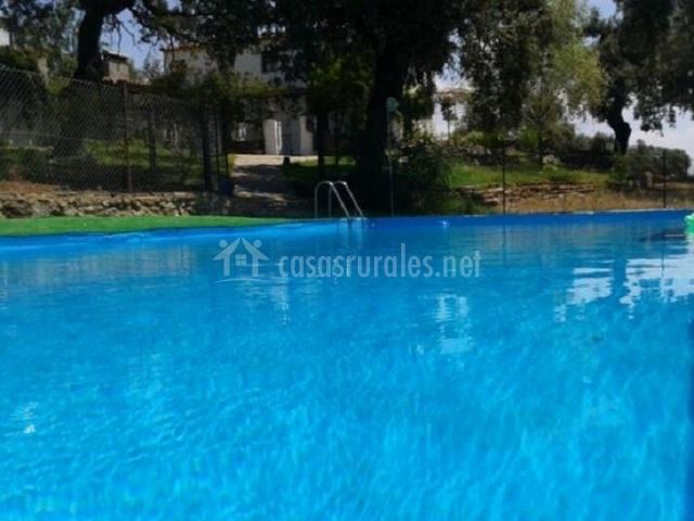 Casa rural la hoya alta en fuentes de leon badajoz for Desnudas en la piscina