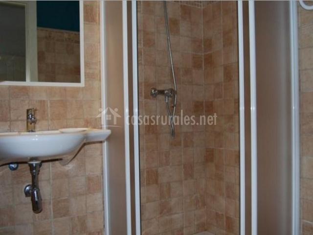 Casa isabal en biescas huesca for Aseo con ducha pequeno