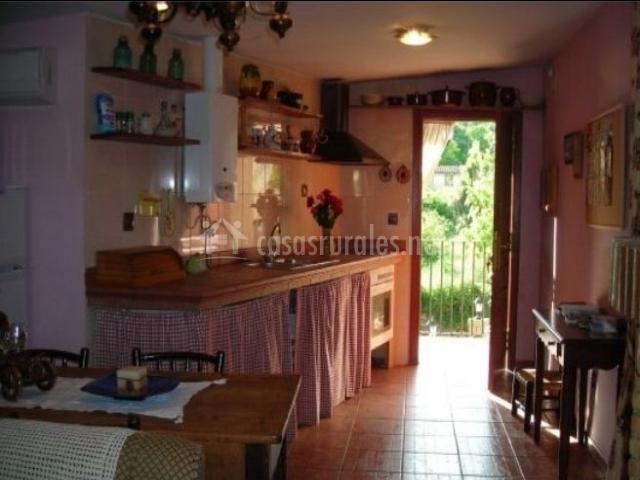 Cocina y terraza de madera