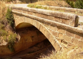 Puente de Canalillo en Peralta de la Sal.JPG