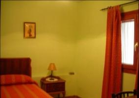 Habitación matrimonio manta amarilla