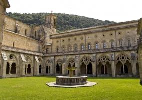 Jardín interior del monasterio