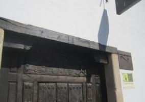 Puerta y fachada