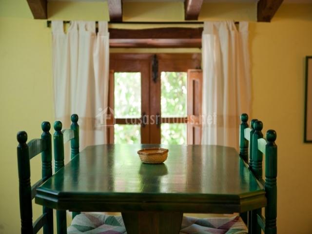 Mesa del comedor verde