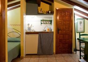 Cocina y acceso a cuarto