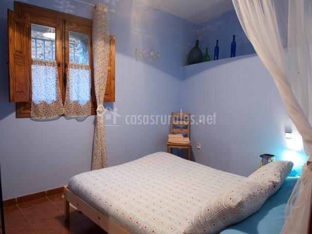 Cama en dormitorio