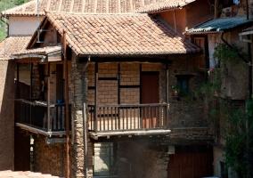 Fachada en piedra y tejas