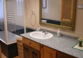 Bañera amparada en el aseo de la vivienda