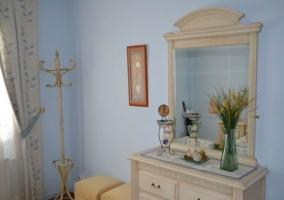 Mobiliario del hogar presente en un dormitorio de la vivienda