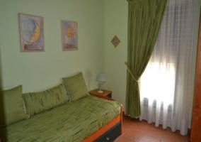Vestíbulo de la vivienda con sofá-cama