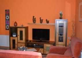 Mobiliario del hogar presente en la sala de estar de la vivienda