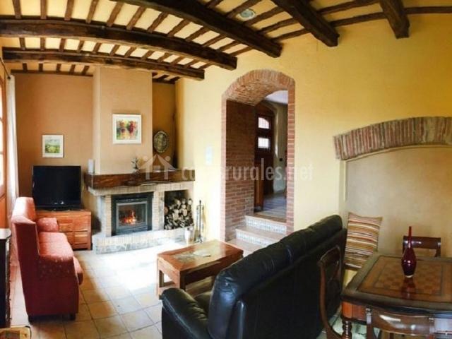Casa mas caputxa naranja en hostalric girona - Chimeneas para casas de madera ...