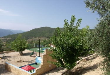 Vistas parque y piscina Yeste