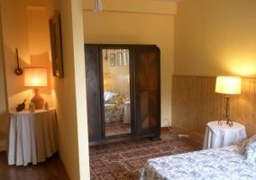 Amplia habitación con armario