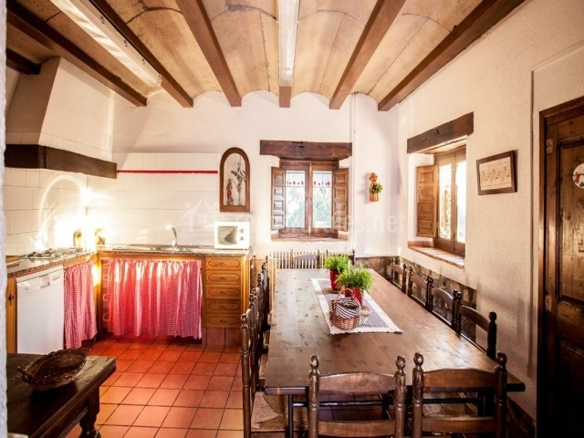 Mas el corral en santa cecilia de voltrega barcelona for Mesa supletoria cocina
