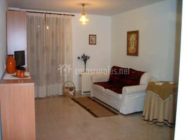 Apartamento erata en biescas huesca for Sala de estar noche