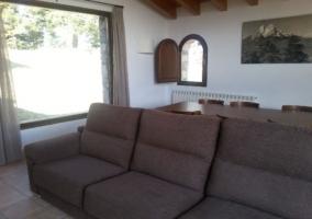 Alargado sofá de 3 plazas