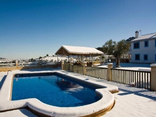 Cortijo los pradillos 2 en ferez albacete for Complejo rural con piscina