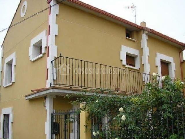 Casa rural bellosillo en villafuerte de esgueva valladolid for La casa amarilla banos