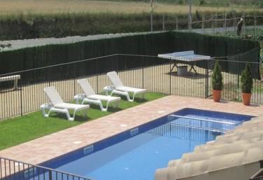 Casas rurales con piscina en esponella for Casas rurales con piscina en alquiler