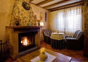 Dormitorio doble en buhardilla con dos camas y armario