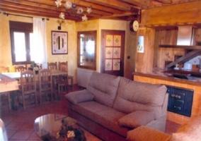 Sala principal en planta baja con sala y cocina