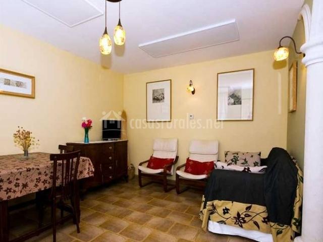El mirador del otero apartamento girasol casas rurales for Sala girasol