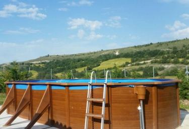 2 casas rurales con piscina en ros for Piscinas ubierna burgos
