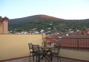 Mobilario del jardín presente en la terraza de la vivienda