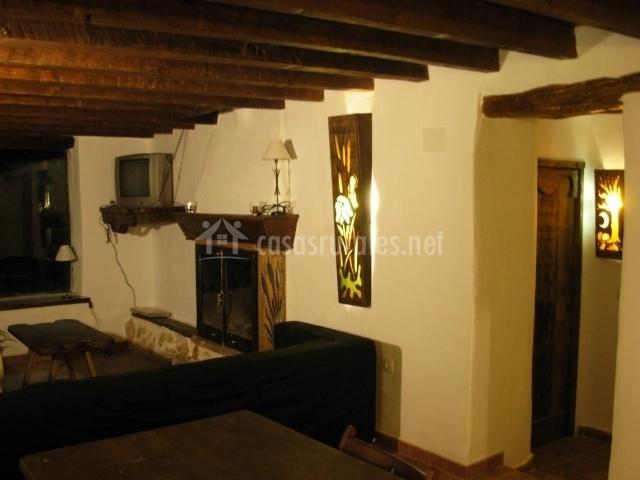 Casa antigua los ahijaderos de tus en yeste albacete for Sala de estar antigua