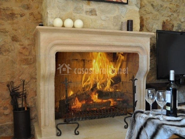 perfect finest sala de estar con chimenea francesa encendida with chimeneas francesas with chimeneas francesas rusticas with chimeneas francesas rusticas - Chimeneas Francesas