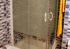 Ducha de uno de los cuartos de baño