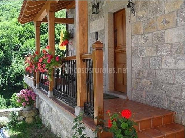 Carrio casa rural casas rurales en taranes asturias for Escaleras entrada casa