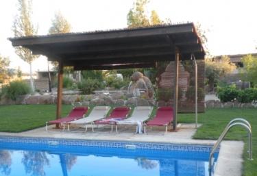 Casas rurales con piscina en galvez for Piscina el carrascal