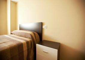 Dormitorio de matrimonio con armario grande