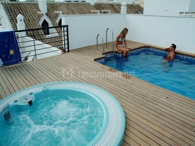 Apartamento para 8 personas apartamentos ardales en for Jacuzzi 8 personas