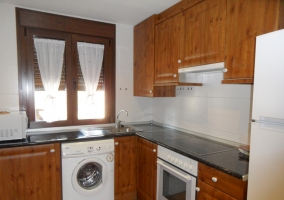 Cocina independiente con horno y lavadora