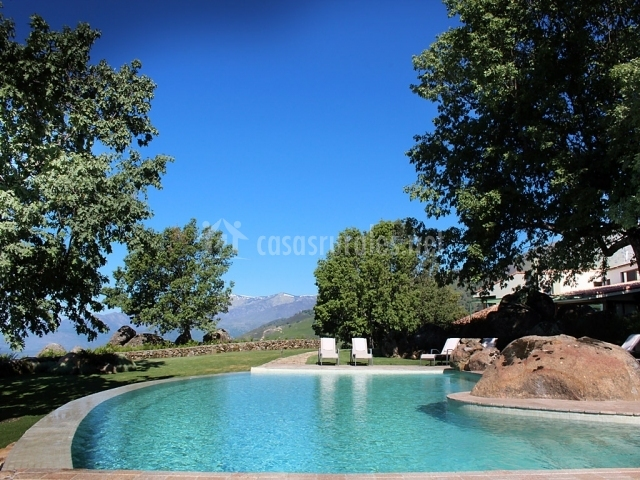Hotel nabia hoteles rurales en candeleda vila for Follando en la piscina del hotel