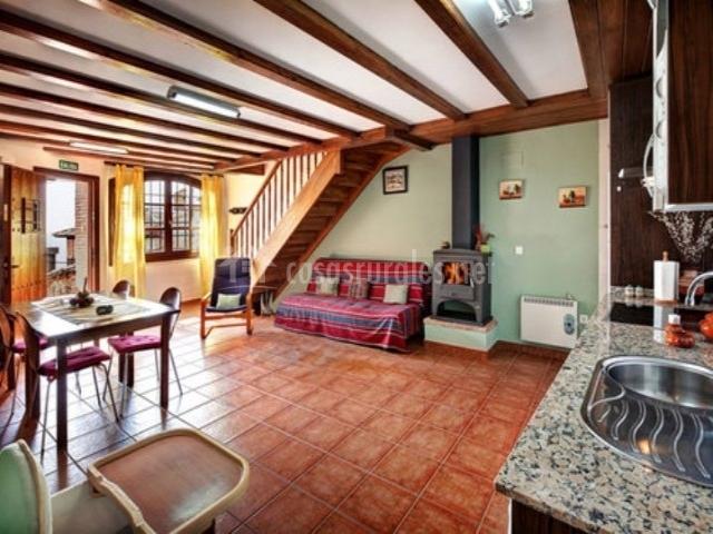 El cachigo apartamentos bellavista en alquezar huesca for Cocina abierta sala de estar